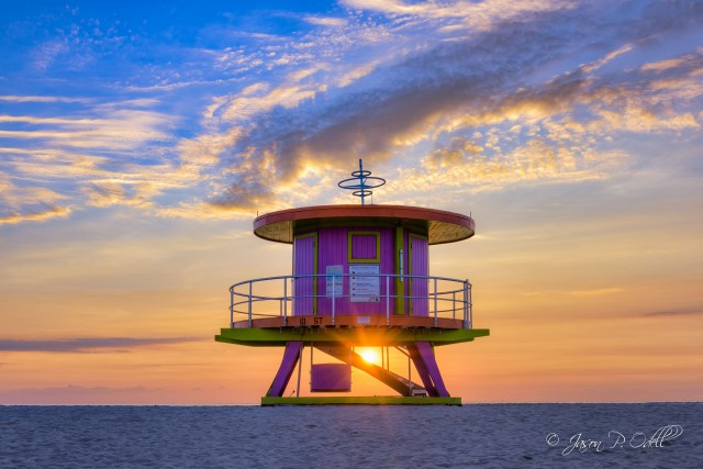 Sunrise at the 10th Street lifeguard stand on Miami Beach